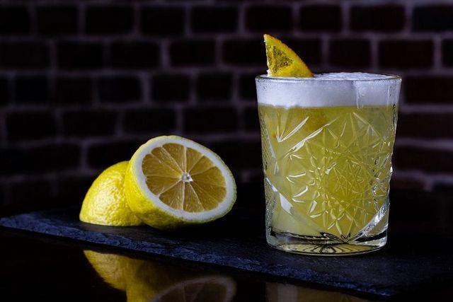 domač viski kisel koktajl
