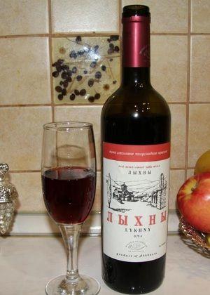 Вино од црвена трпеза Лихни
