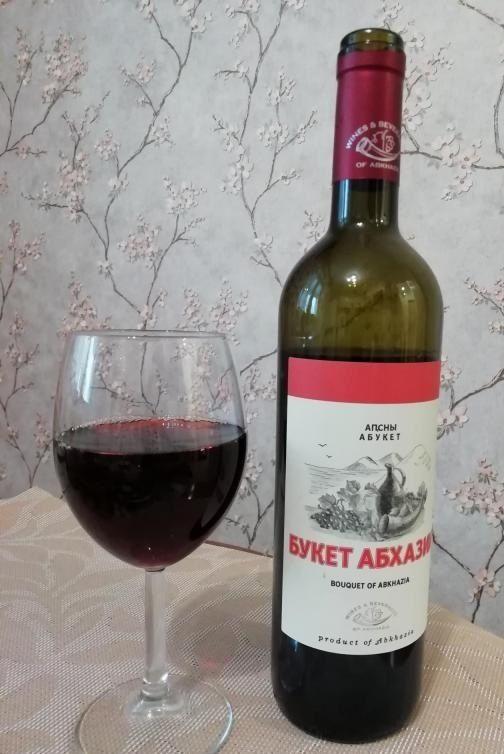вино Букет од Абхазија во чаша