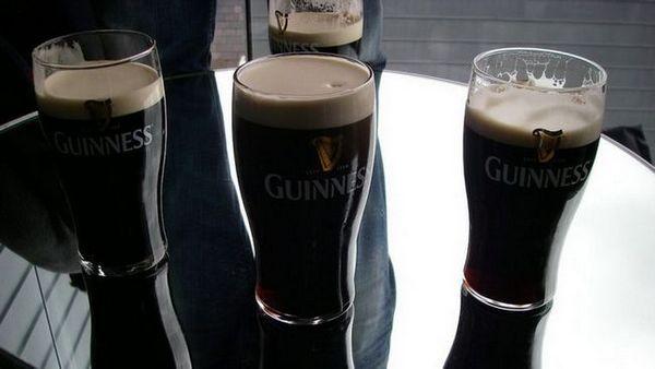 compoziție de bere întunecată