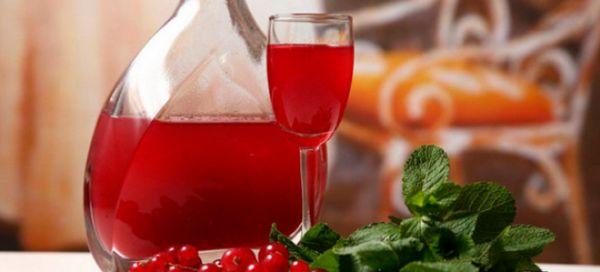 Facem tinctură gustoasă și sănătoasă de lingonberry pe luncă, vodcă sau alcool