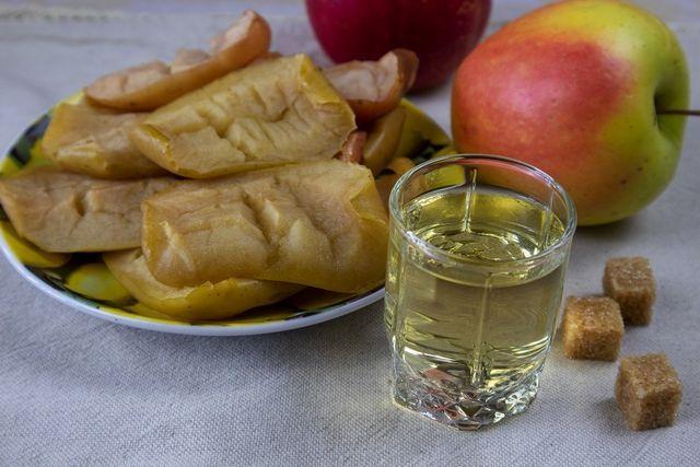 fotografie tinctură de mere la cuptor