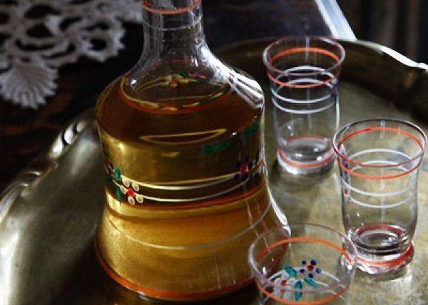 Bea tinctura de mere cu alcool refrigerat