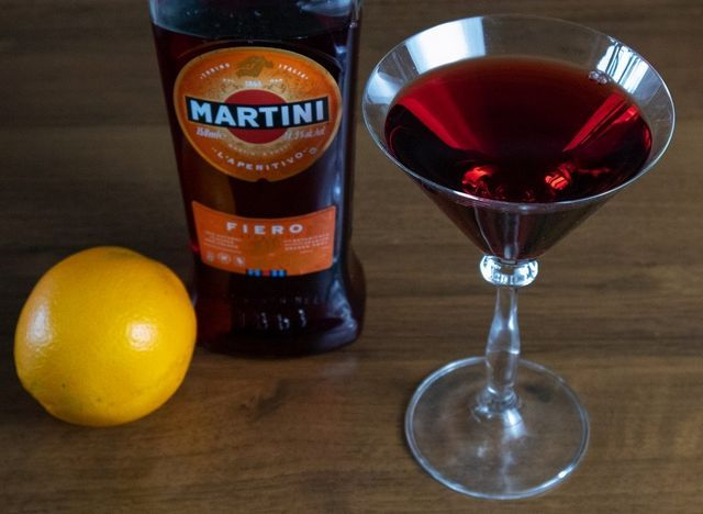 rdeči vermut martini fiero fotografija