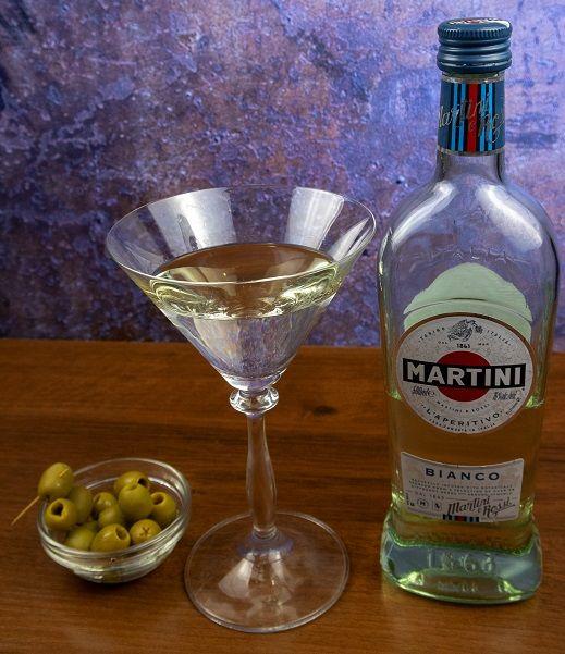 fotografie martini s olivami