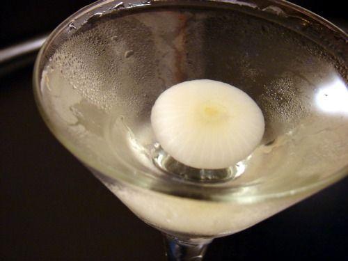 мартіні і часточка лука