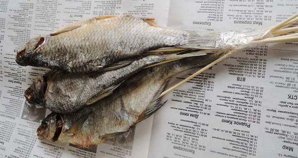 Скріплюємо рибку з паличками