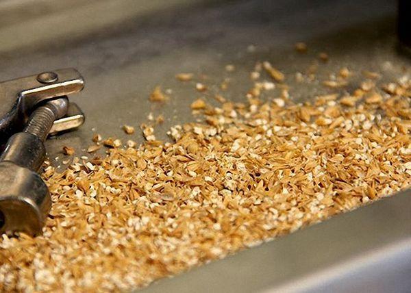Підсмажені зерна подрібнити в муку