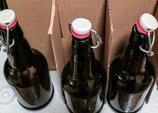 Пиво з хмелю процідити і перелити в пляшки
