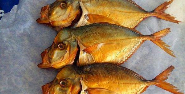 Багатьом подобається копчена рибка до пива.