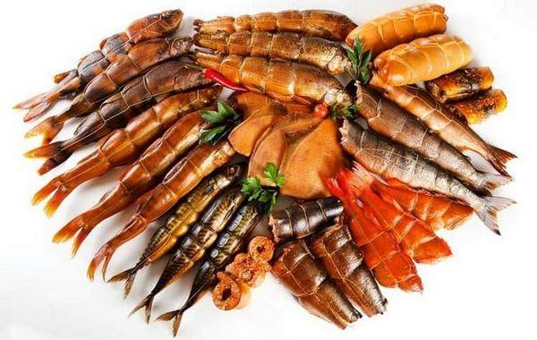 Копчена риба має ще й дуже приємним ароматом.