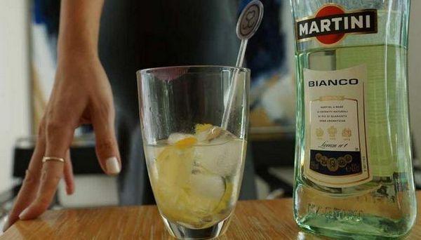 Rok trajanja Martini Bianco u zatvorenom i otvorenom obliku, preko istog, različit je.