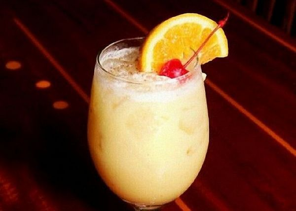 Koktel pomiješajte s rumom
