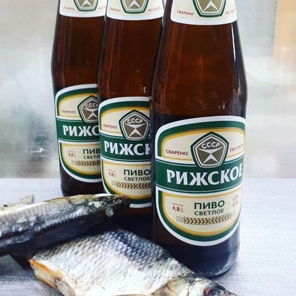 фото пляшки ризького пива з рибою