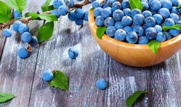 ягоди на столі