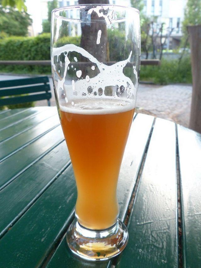 fotografie colorată de bere nefiltrată