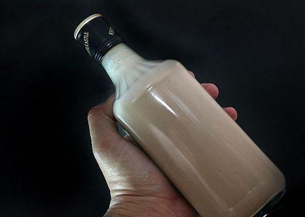 Вершковий домашній лікер процідити і перелити в пляшки