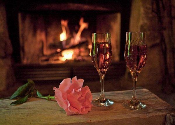 Ароматне вино з пелюсток троянд пити охолодженим