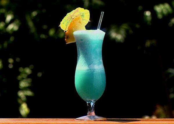 Як зробити блакитні Гаваї коктейль