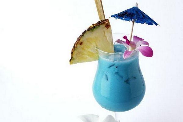 Як приготувати коктейль blue hawaii