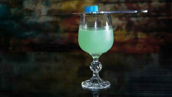 alkoholické koktejly s ginem
