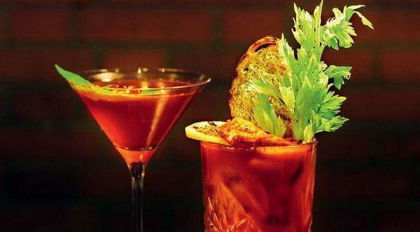 alkoholický koktejl s krvavou jane tabasco