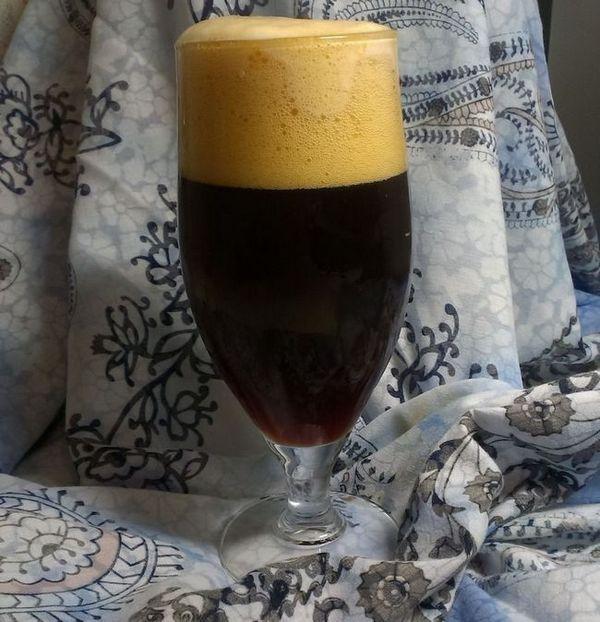 фото піни на чорному пиві шварцбір