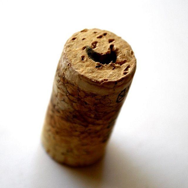 скршена слика од плута од вино