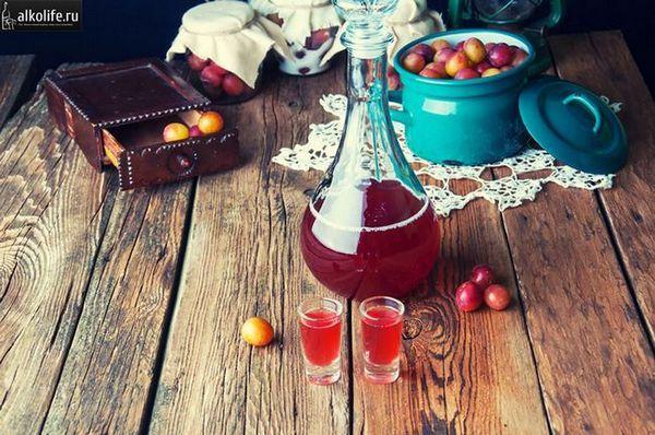 Сливове вино в фужері