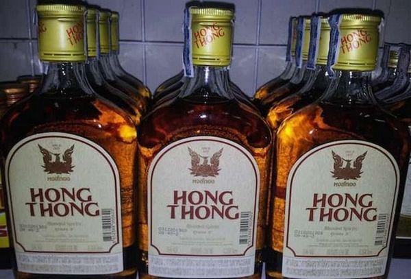 Популярним тайським виробником є і ром hong thong.