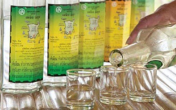 Як пити тайський ром, вибирайте самі: або в чистому вигляді, або з льодом, або ж розведеним соками і колою.