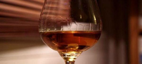 Aké sú výhody a poškodenie brandy pre telo mužov a žien?