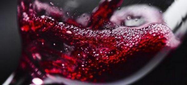 Care sunt avantajele și prejudiciile vinului roșu pentru corpul unui bărbat și al unei femei?