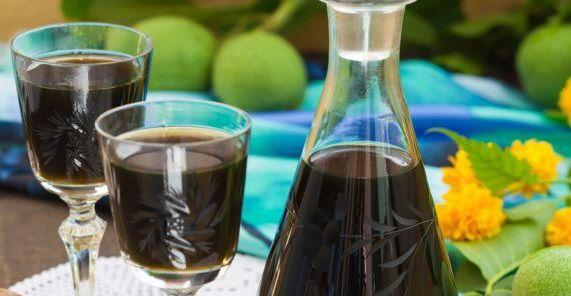 фото вина із зелених волоських горіхів