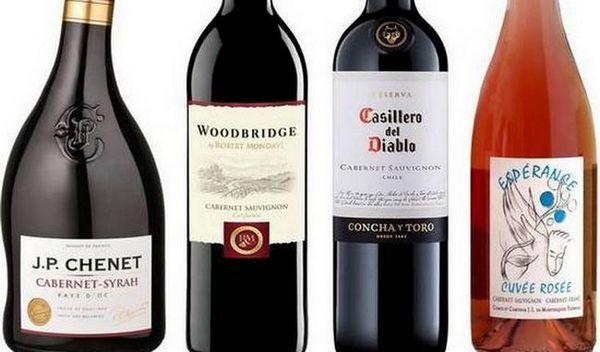 Pentru a alege vinul roșu semi-uscat Cabernet Sauvignon, este important să acordați atenție calității designului sticlei.