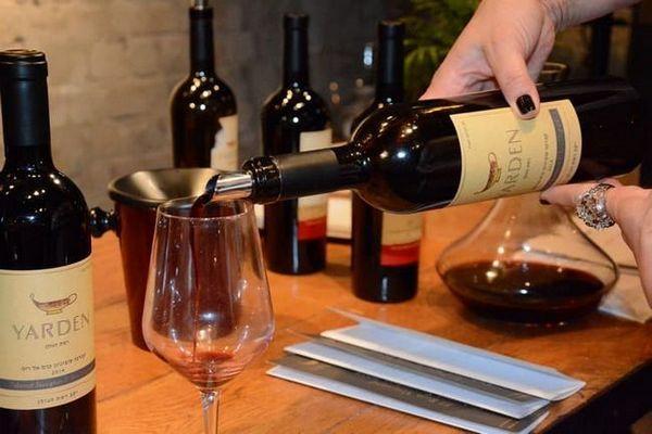 Citiți descrierea vinului Cabernet Sauvignon.