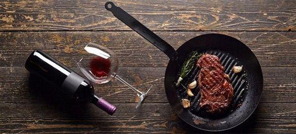 Vinul Cabernet Sauvignon este perfect pentru mâncărurile cu carne.
