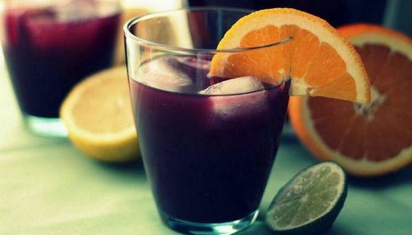 Vin roșu semi-dulce Cabernet Sauvignon poate fi folosit și pentru a face cocktail-uri.