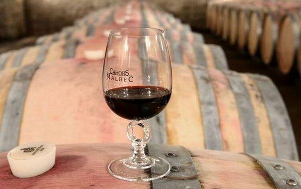 Vinul Cahors poate fi împărțit în două vinuri: franceză și post-sovietică.