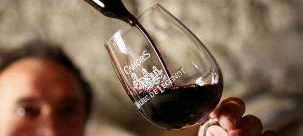 Wine Cahors are o serie de proprietăți utile.
