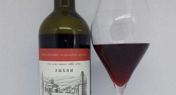 Виното од Абхазија Лики обично се служи на температура од околу 16 степени.