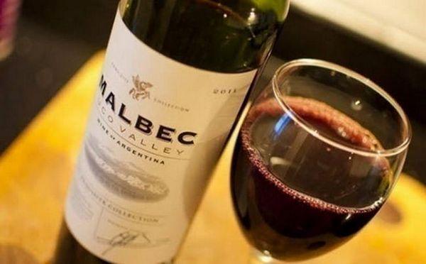 Vinurile de malbec argentin au o culoare bogată de rubin.