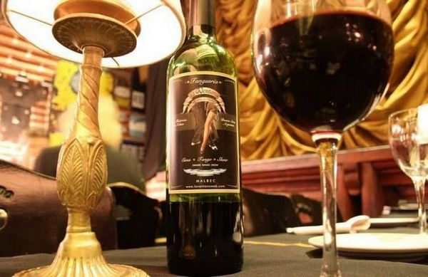 Vinul malbec argentinian este cel mai bine gustat din pahare de lalea.
