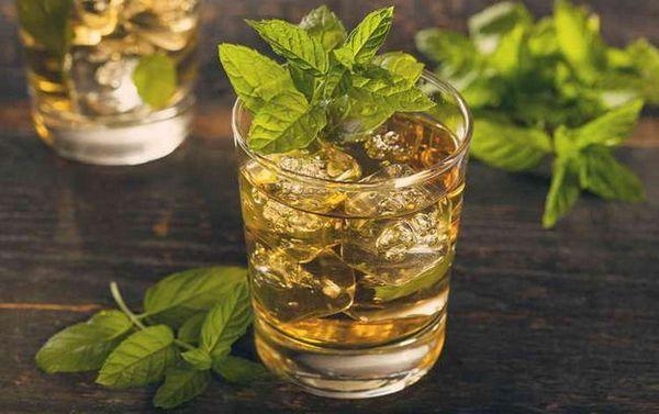 koktejl s whisky účet macklin