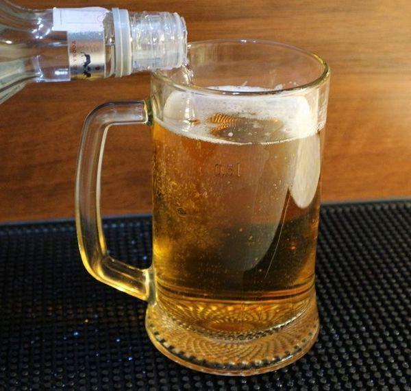 fotografie vodky s pivem