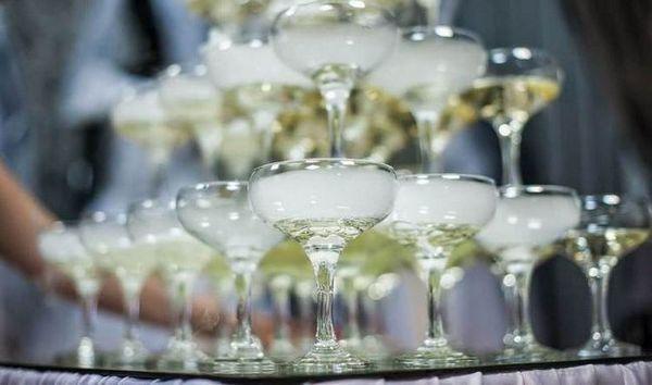 Piramida čaša za šampanjac najbolje se dobiva upravo iz vrste kućica.