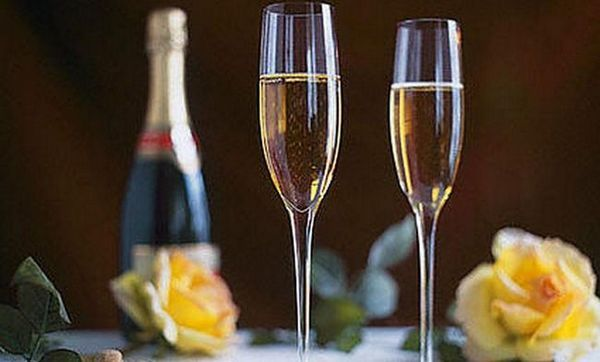 Ako želite kupiti lijepe čaše za šampanjac, bolje je to učiniti u trgovinama tvrtke.