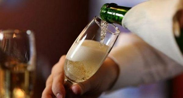 Možda najpopularnija vinska čaša za šampanjac napravljena od boemskog stakla.